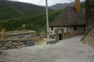 Pogled na džamiju i abdesthanu u izgradnji