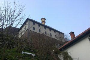Pogled na Vrandučku džamiju iz neobičnog ugla